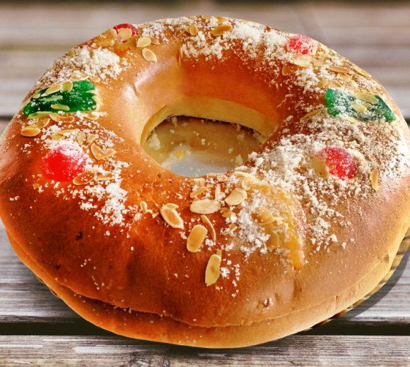 Roscón de Reyes con almendras, nueces y arándanos