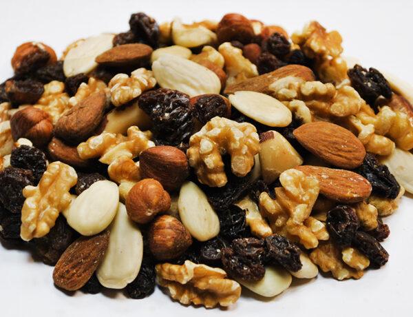 ¿Por qué es bueno comer frutos secos entre horas?