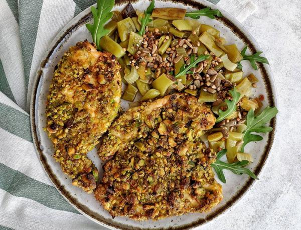 Pollo empanado en pistachos